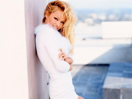 Pamela Anderson: postavši seks simbol izlečila je sekusalne traume