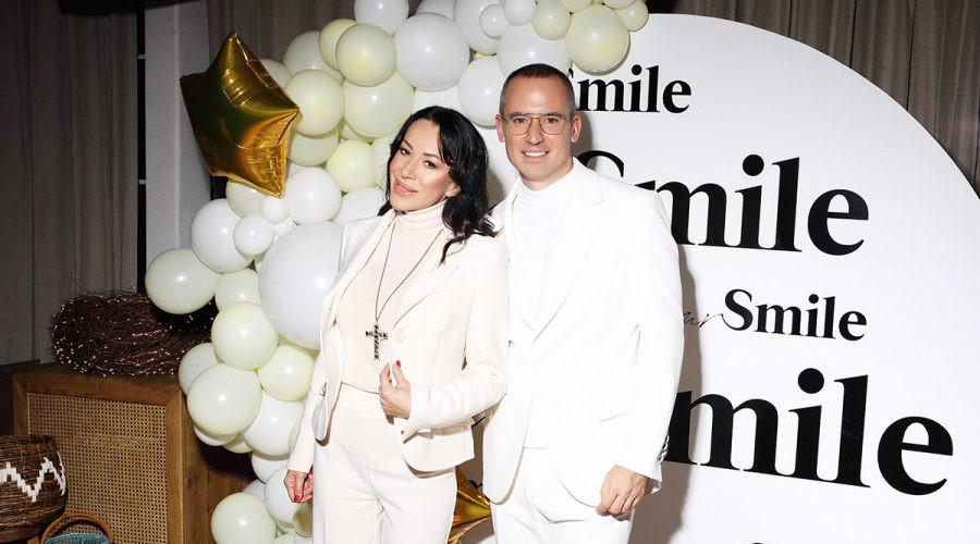 Kreator najlepših osmeha poznatih, Mr. Smile, upriličio žurku u belom