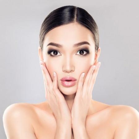Istraživanje pokazuje: 62 odsto žena se oseća bolje na poslu dok je našminkano, da li ste i vi jedna od njih?
