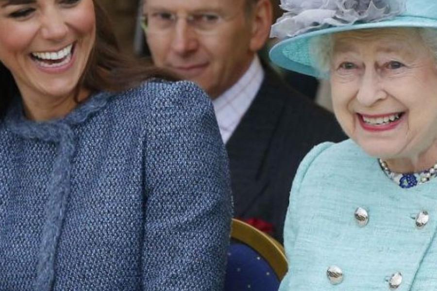 """Povukla"" na kraljicu: Praunuka Elizabete Druge uvek spremna za nestašluk (foto)"