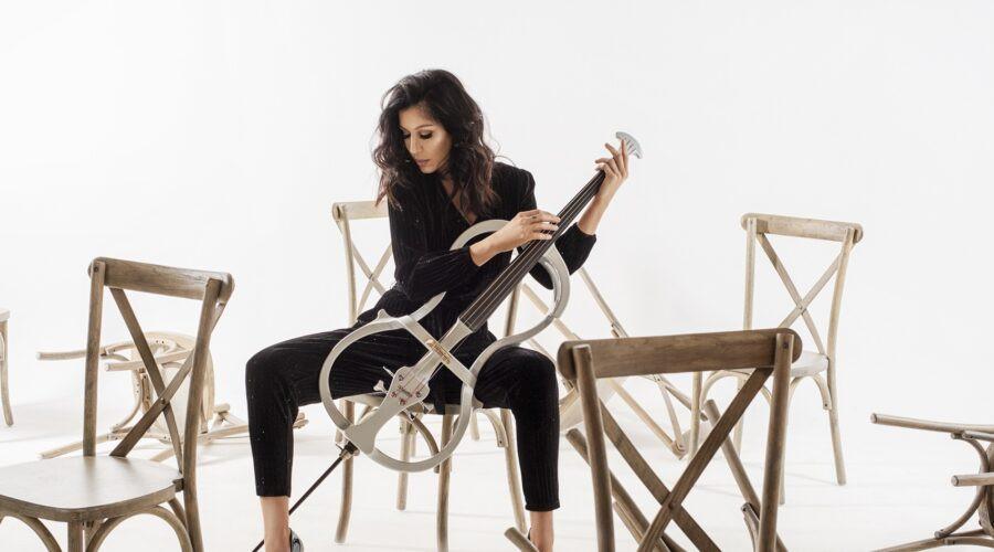 """Virtuozna violončelistkinja spojila nespojivo – Nakon 20 godina klasike, Ana Rucner zasvirala i zapevala romsku pesmu """"Esma""""!"""