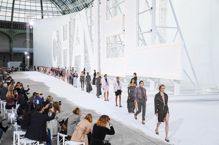 Nedelju mode u Parizu obeležio glamur iz dnevne sobe! (foto)