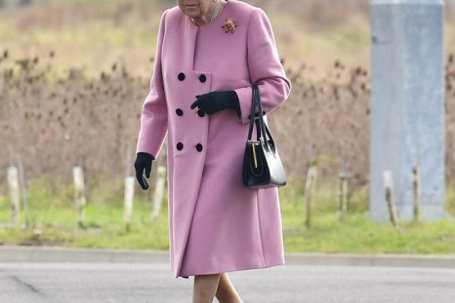 Kraljica Elizabeta II drastično je smršala, da li je njeno zdravlje ugroženo?