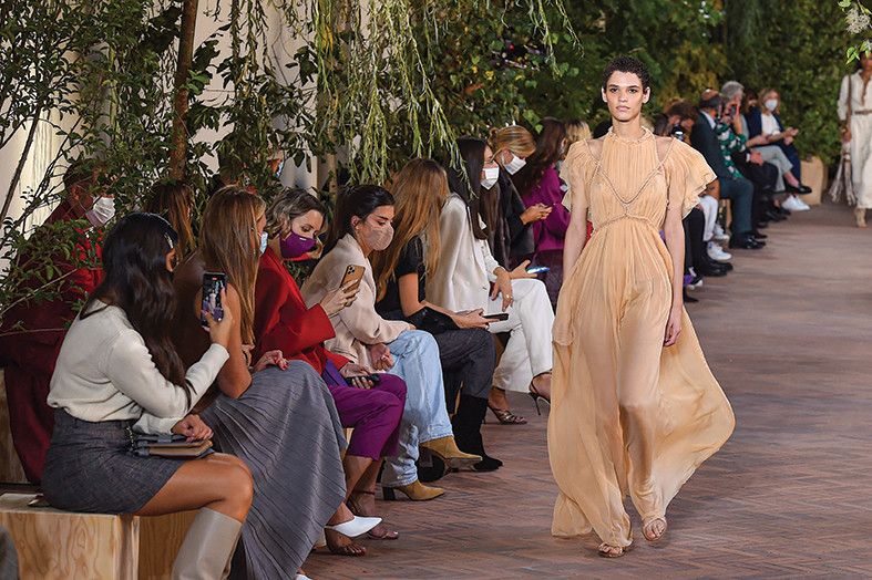 Korona im ne može ništa: Nedelja mode u Milanu slavi život, boje, sunce i ljubav! (foto)