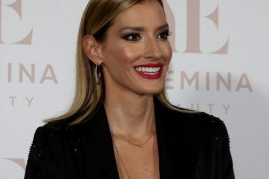 Prepoznatljiv osmeh i nepogrešiv stil: Jovana Joksimović ponovo blista, a imala je razloga i za slavlje!