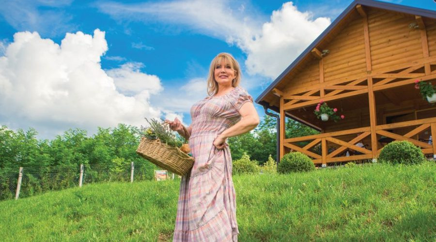 Iskren osmeh i optimizam - Suzana Mančić i pored turbulentnog života zrači vedrinom!