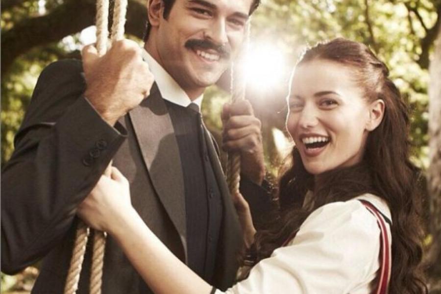 Nakon glasina o razvodu Burak Ozdživit i njegova supruga ponovo su iznenadili javnost!