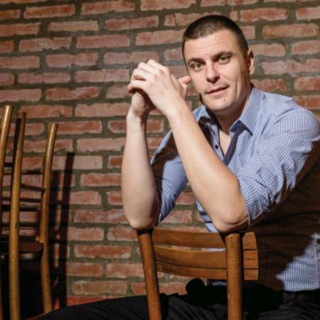 Vuk Kostić još jednom pokazao svu raskoš svog talenta, ovo je uloga kao stvorena za njega!