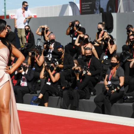 Glamurozna - Heorhina Rodrigez zablistala na crvenom tepihu Festivala u Veneciji