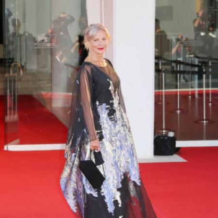 Elegantna, graciozna dama - Srpska glumica Jasna Đuričić prošetala crvenim tepihom u Veneciji!