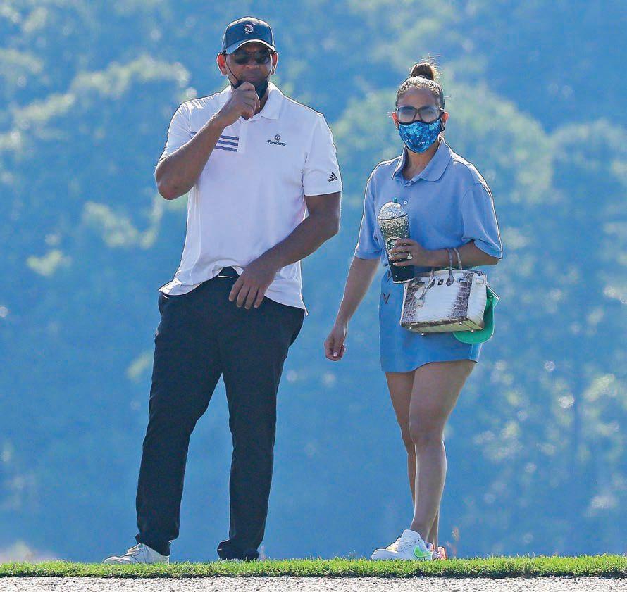 Dženifer Lopez i poljupci na travi (foto)