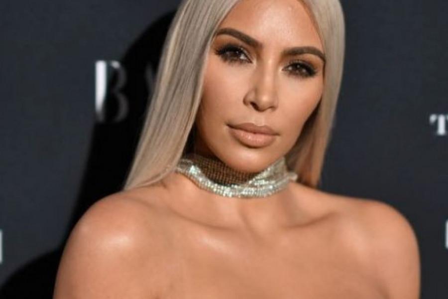 Kim Kardašijan promenila boju kose: Ni njen frizer nije očekivao ovo! (video)