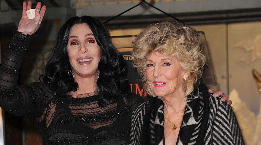 Tako se radi botoks: Pevačica Šer i njena majka su kraljice plastičnih operacija (foto)
