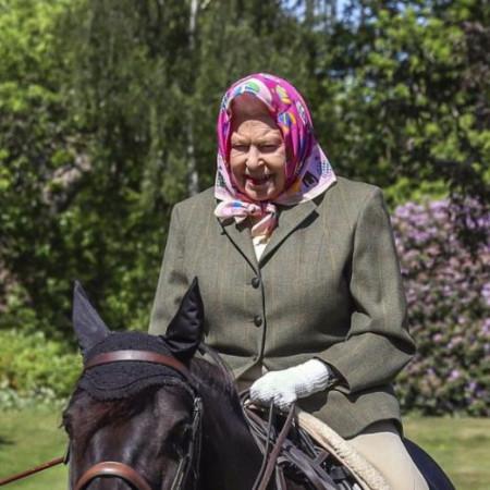 Kraljica Elizabeta II: Povratak obavezama