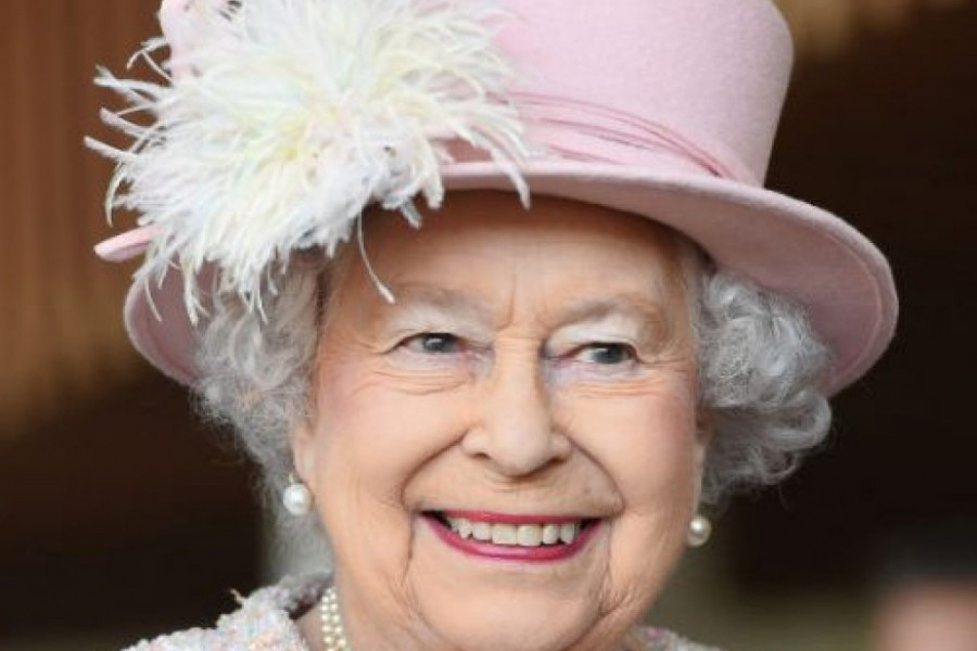 Kraljica slavi u tišini