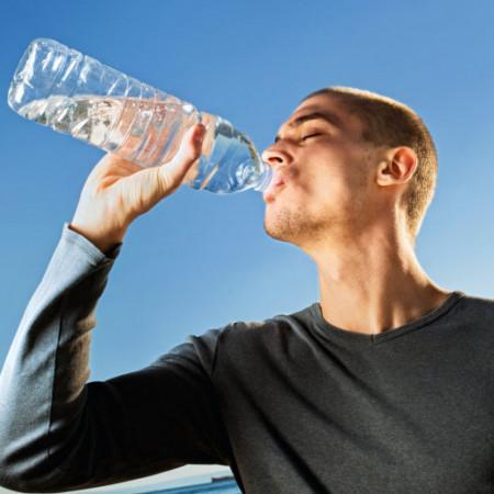 Ova tabela promeniće vam život - Koliko je dovoljno piti vode za lakše mršavljenje?