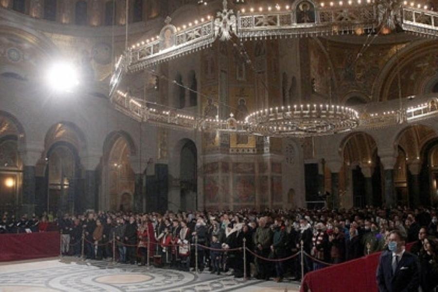 Poznati Božić dočekali u ponoć na liturgiji u Hramu Svetog Save, da li su sve mere ispoštovane? (foto)