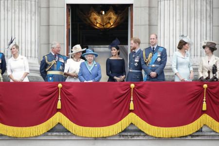 Javnost potupno zatečena saopštenjem kraljice Elizabete - Kako će na to reagovati Hari i Megan?