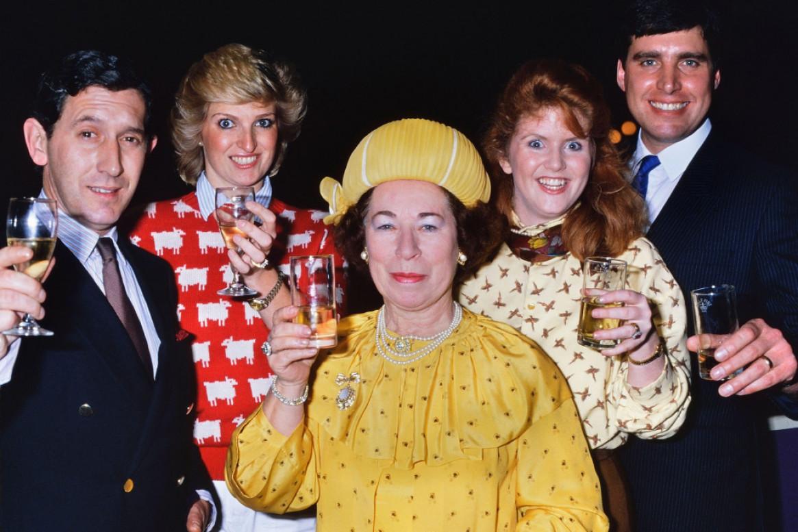 Skoro sto godina skandaloznog života kraljevske porodice!