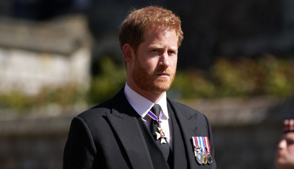 Šumovi u komunikaciji: Princ Hari napustio Englesku dan pre rođendana kraljice Elizabete