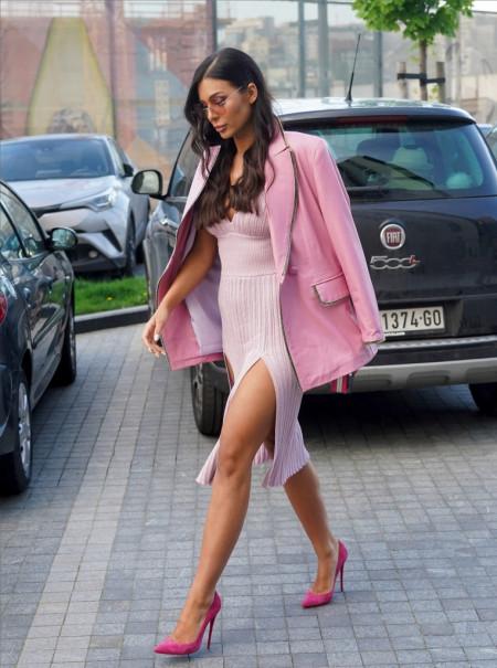 Anastasija u visokim štiklama, a Zorannah u patikama: Koja je seksepilnija?