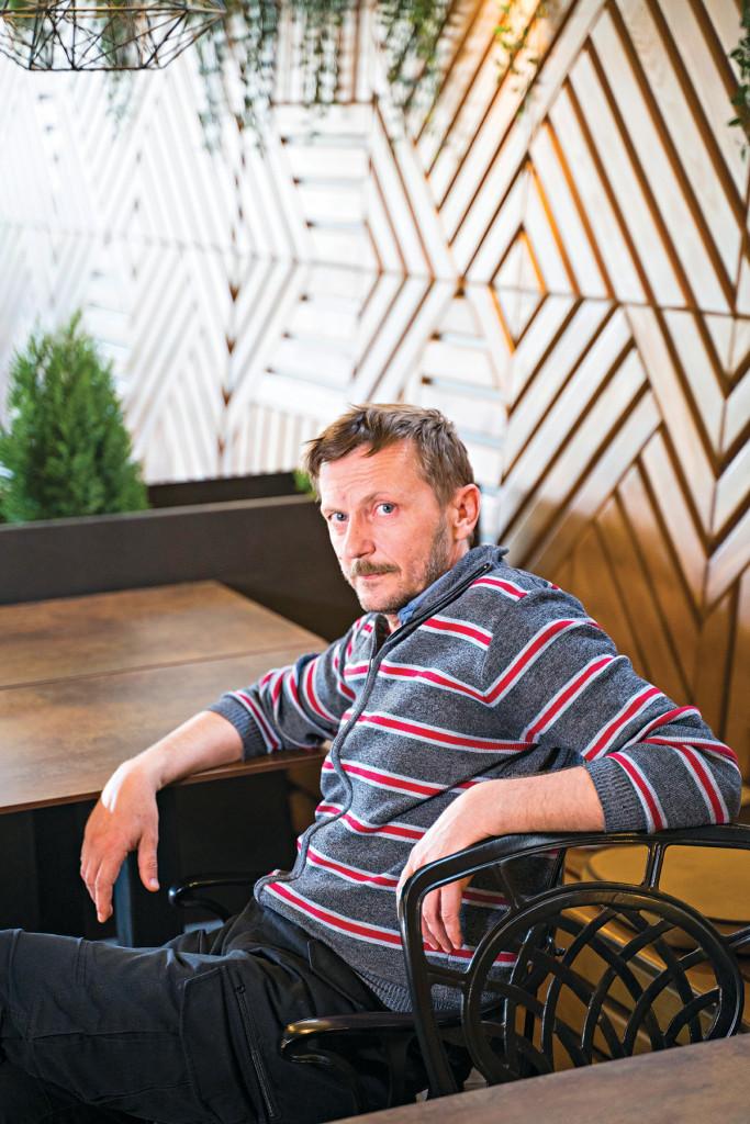 Glumac Jovo Maksić: Ima roditelja koji hoće decu da vežu za kuću