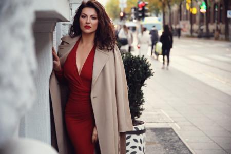 Retko koja žena bi se usudila na ovo: Nina Badrić ponela neobičnu haljinu! (foto)