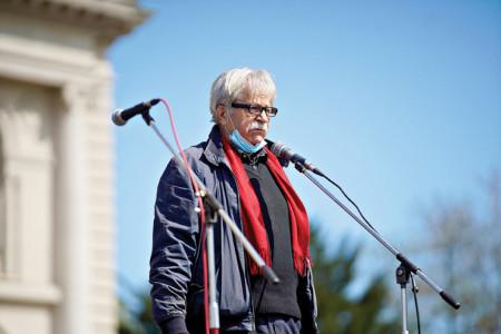 Ljubivoje Ršumović u devetoj deceniji života i dalje neumorno stvara: pesnik otkrio svoje planove!