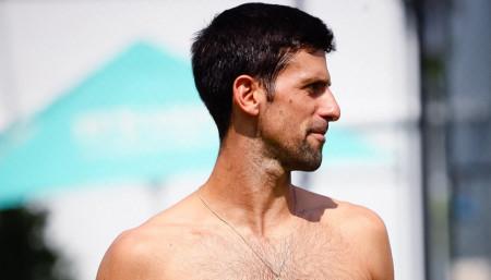 A sad, nešto sasvim drugačije: Novak Đoković u društvu seksi lepotica (Foto)