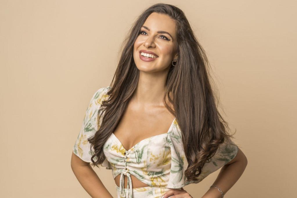 Zahvalnost u bikiniju: Dragana Kosjerina uputila poruku vereniku
